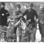"""""""Beh k Potoku Squaw"""", nad Zádielskou dolinou, medzi rokmi 1983 - 1987 Zľava stoja: Bruncwik (T.O. Prvé ohne), Bobor (T.O. Prvé ohne, Charles Cooper (T.O. Prvé ohne), Samotár Jim. Pred nimi zľava Nypol (T.O. Atlantis), Hosu (T.O. Zlatý had)"""