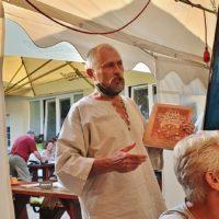 Kali informuje o krste knihy